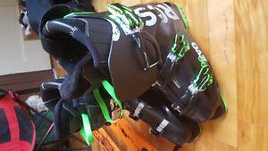 skis twin neufs grandeur 169cm et bottes 27.5 neuves