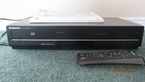 GOOD DEAL!  Samsung DVD player DVD-V6700 / Lecteur DVD Samsung