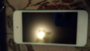 IPOD TOUCH 5TH GEN 32GB BLUE GOOD CONDITION WITH CHARGER