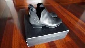 Glacier ankle boots by Diana Ferrari Harrison Gungahlin Area Preview