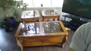COFFEE TABLE WITH 2 END TABLES  good condition