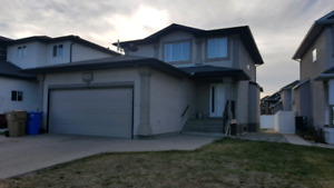 East Regina,5 bed 4baths,2 kitchen with finish basement