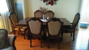 Dining Table (Extendable) with 6-Chairs