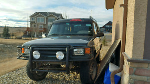2 land rover discoveries