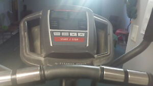 Elliptical - Fitness Gear Brand - 6 Programs - Heart Monitor