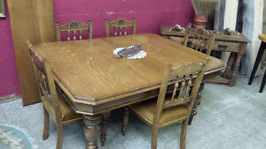 Solid Oak Victorian table with 5 original chairs