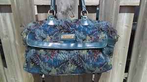 Vintage 1970s-1980s kitschy floral holdall bag by Jordache sac