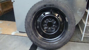 4 pneus d'hiver Toyo P185/65/15 sur jantes Nissan Sentra 2013