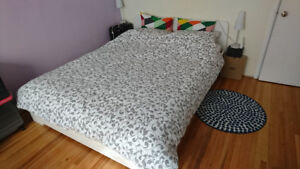 Bed Queen Size - Frame, Mattress and Bedding