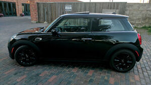 2014 MINI Mini Cooper Hatchback - Two sets of run-flat wheels!!