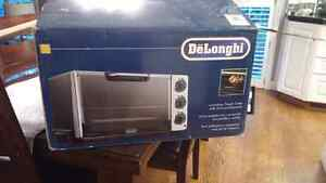 DeLonghi Convection Toaster Oven with Broiler and Rostisserie Cambridge Kitchener Area image 1