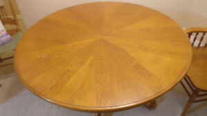 Selling Cottage Oak Dining Table w/ 4 chairs