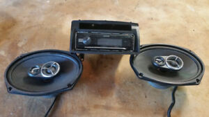 Kenwood Auto Stereo and 2 speakers