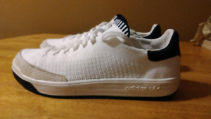 Adidas Rod Laver Primeknit, sz 10