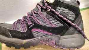 Women's Merrell Hiking Boots Size 6 Cornwall Ontario image 2
