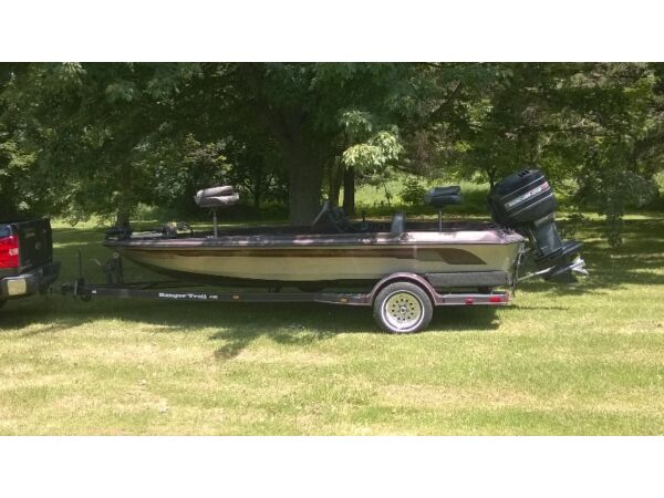Used 1999 Ranger Boats/Wood Mfg Comanche 18 foot