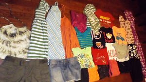 TEEN/LADIES CLOTHES(25 ITEMS)
