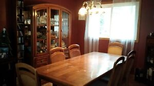 Dining room set - including table, 6 chairs & buffet/hutch