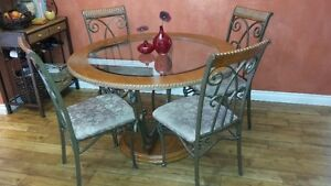 Dining set with bakers rack