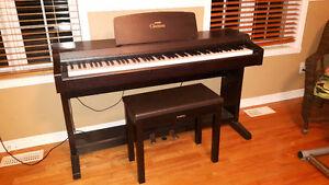 Piano Yamaha Clavinova CLP-810S West Island Greater Montréal image 1