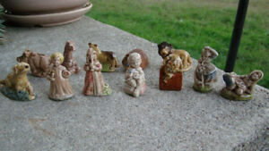 A lot of fourteen Vintage Wade Figurines