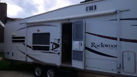 2006 Rockwood 28 ft fifth wheel