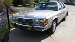 1989 Ford Crown Victoria ( PRICE REDUCED for QUICK SALE )