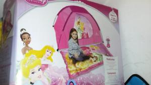 @ 2 kids play hut tent Princess and igloo