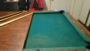 Pool table with pool table lights