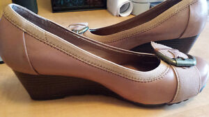 Town Shoes Heels Size 6.5