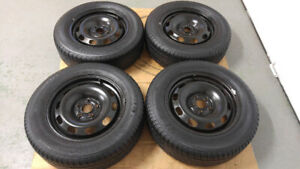 4 pneus d'été 195/65/R15 YOKOHAMA sur jantes  comme neuf