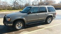 2000 Ford Explorer 4x4, leather, sunroof, more!