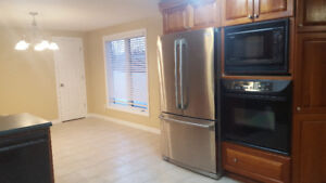 3 Bedroom 1300 sf² w/attached garage & large backyard