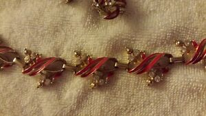 SIGNED CORO NECKLACE AND EARINGS SET, SCREW BACK VINTAGE
