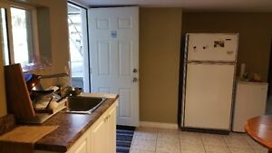 looking for female roommate house close Holdom Skytrain station