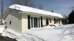 BEAUTIFUL BUNGALOW IN EXCELLENT LOCATION!