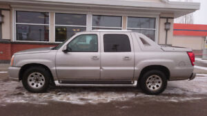 2004 Escalade EXT Pickup AWD Low KM Any Weather Terrain