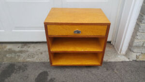 VINTAGE MID CENTURY END TABLE