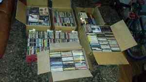 800+  C.D.  de musique!!....   HUGE music collection 800+!!
