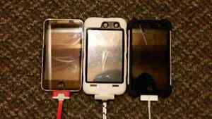 2 iPod 4's and an iPod 2!! w/3 extra cases!! iPod 2 is SOLD!!