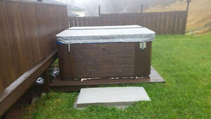Hot tub for sale ! Works great. Brand new pump. New cover St. John's Newfoundland image 2