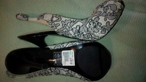 size 8 open toe shoes new never worn in Whitecourt Ab