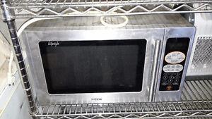 Four Micro-ondes en acier inoxidable de marque Sanyo Microwave