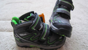 NEW wit tag boy winter waterproof boots size 1