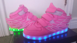 Snickers led  light. size 4,5.