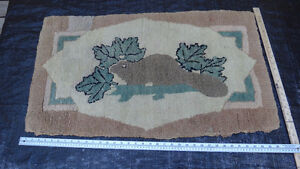 Antique beaver hooked rug with maple leaves and log West Island Greater Montréal image 2