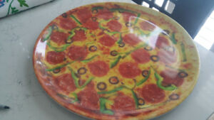 Do you love PIZZA .... anytime ? Take a look at this fun melamin