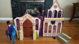 Monster High dolls & play sets
