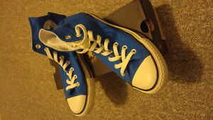 Almost new condition, blue size 7 Converse chuck high top Windsor Region Ontario image 1