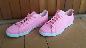 Reebok women  sneakers pink size 7 LIKE NEW